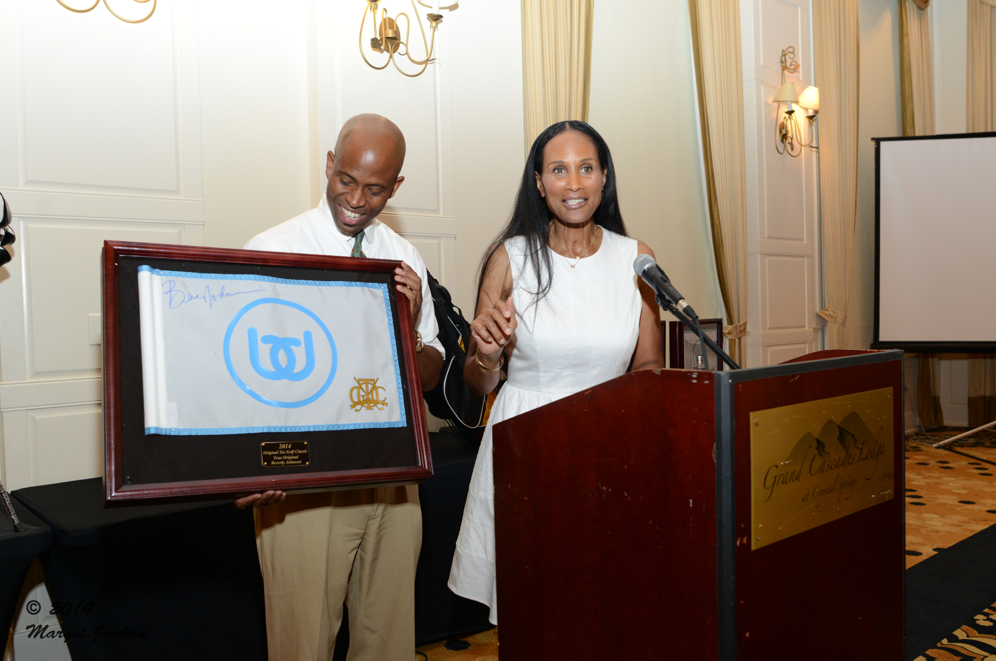 Beverly Johnson accepts award from Wendell J. Haskins/Courtesy: Margot Jordan
